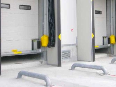 Vehicles wheels guide for loading bays by Campisa